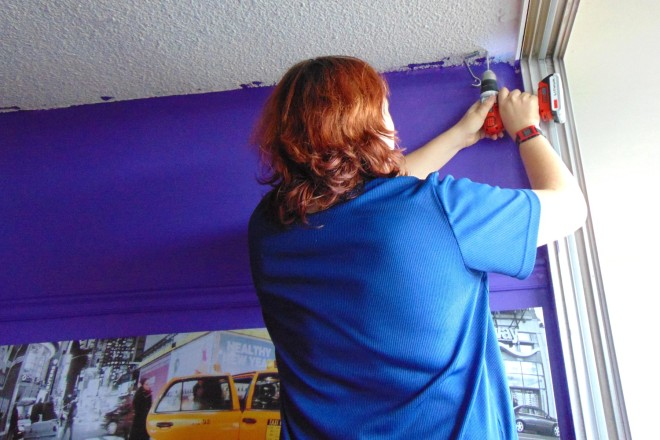 installing the curtain rod