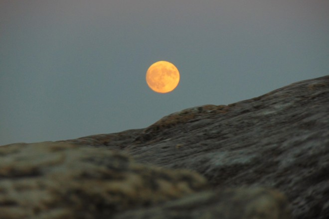 full-moon-over-rocks-close